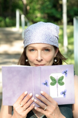Book with Dragonfly and flowers - copie